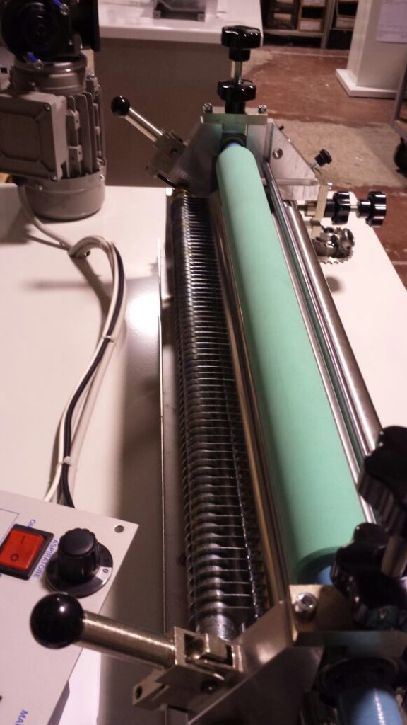 Rodillo para aplicar adhesivos base agua
