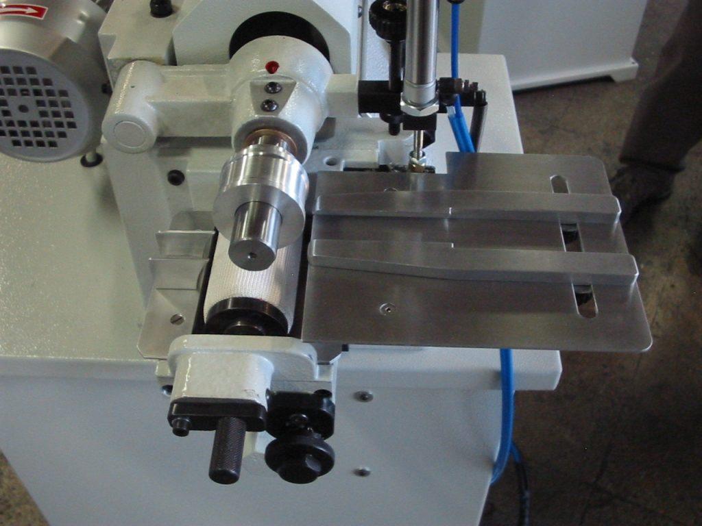 rodillo lateral para colocar pegamento con la máquina