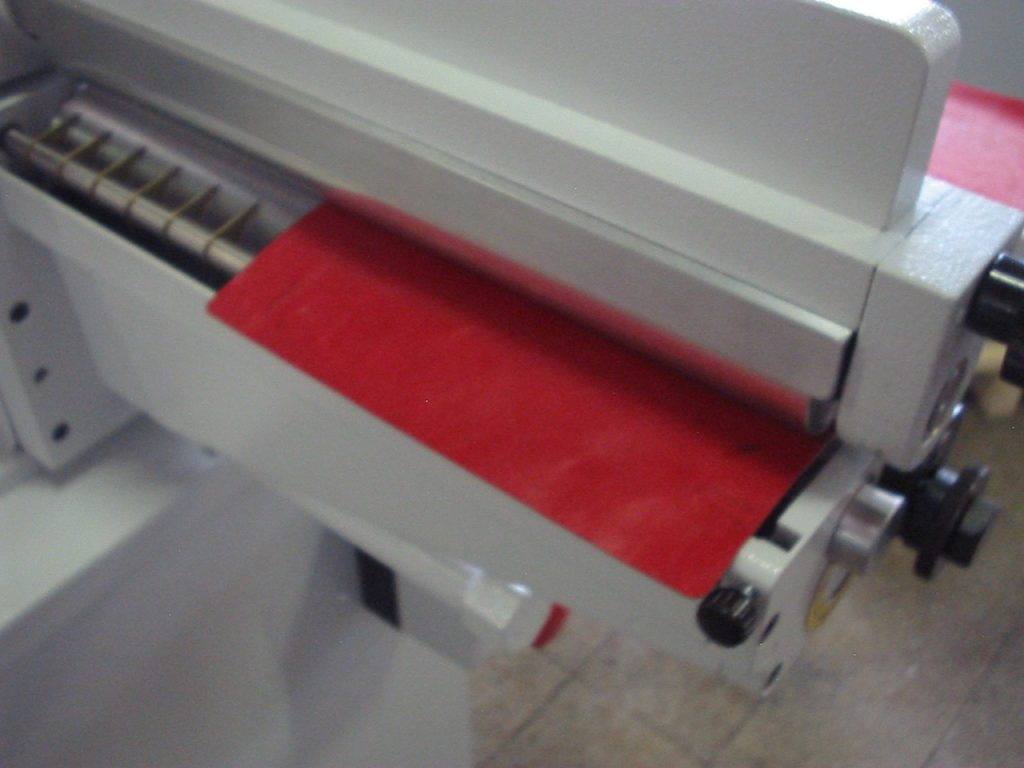 máquinas para calzado precios aplicando pegamento sobre materiales