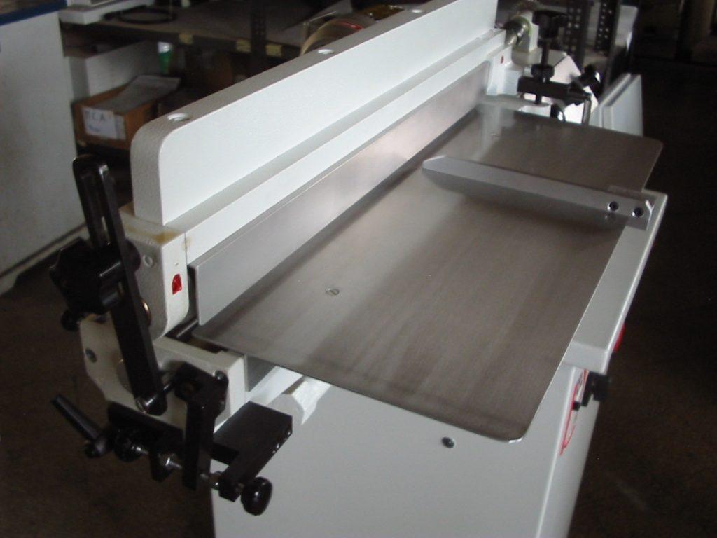 mesa de trabajo de maquinaria para realizar calzado