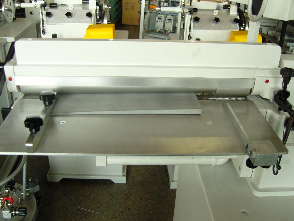 rodillo central para aplicar adhesivo en piezas grandes de textiles