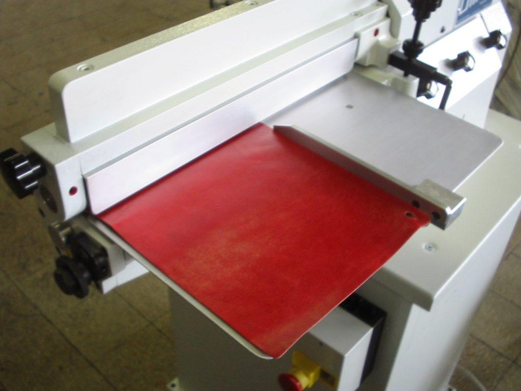 rodillo lateral para colocar adhesivo base solvente