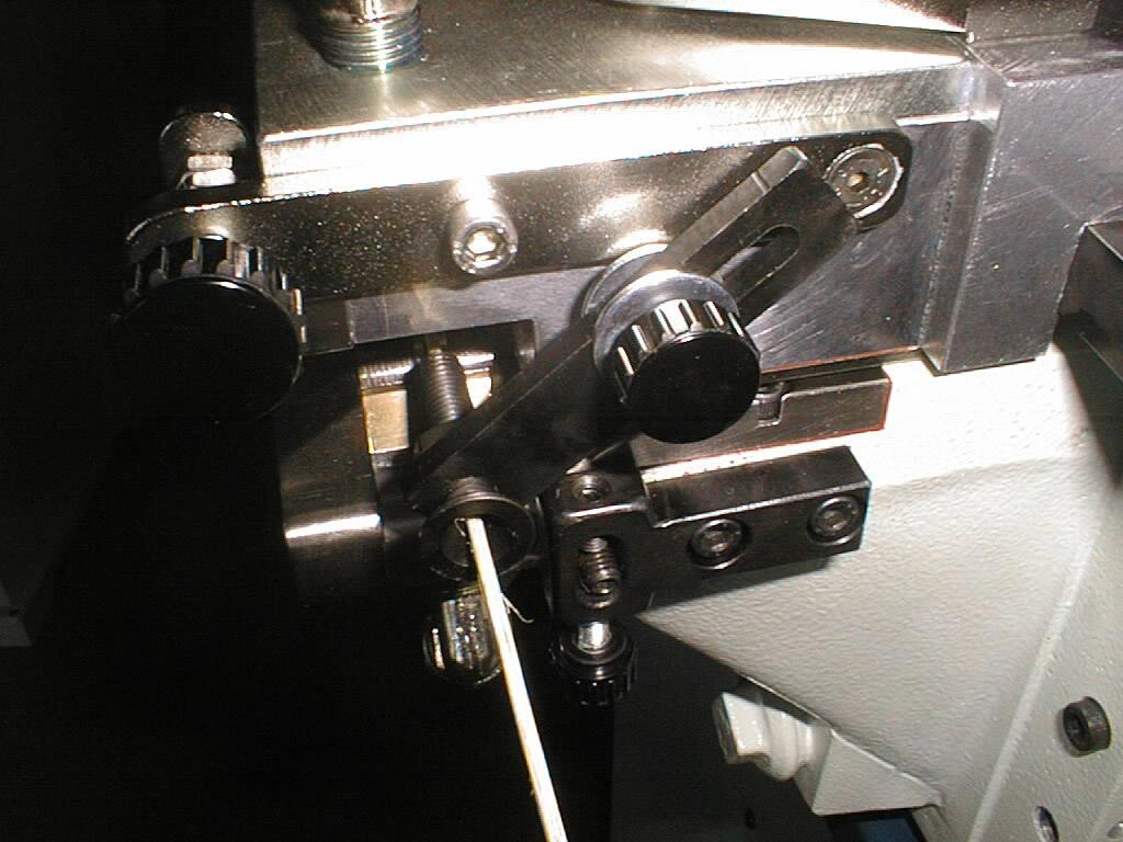 máquina encoladora con control lateral por ejes