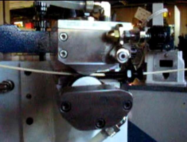 Aplicación de pegamento por rodillos de máquina encoladora