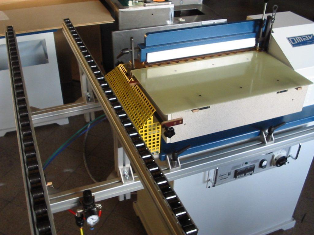 cinta lateral transportadora de producto final de la máquina OMAV TE-610