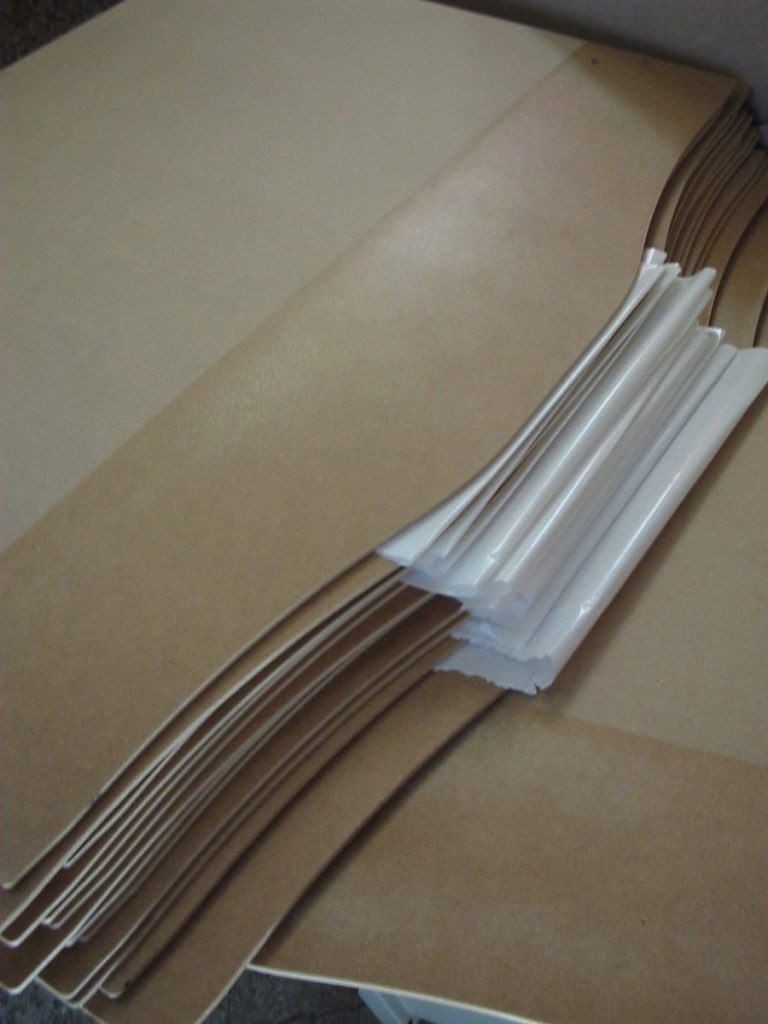 materiales textiles aplanados y listos para ser pegados