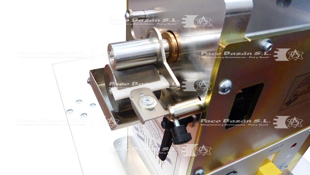 Eje de control para aplicación de pegamento base agua con máquina de marroquinería