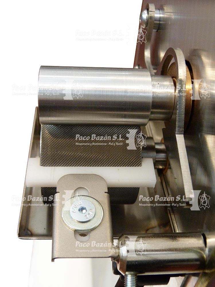 rodillo pequeño para aplicar pegamento base agua a piezas de marroquinería